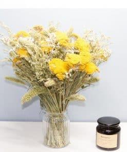 Grand bouquet de fleurs séchées à base d'achillea jaune