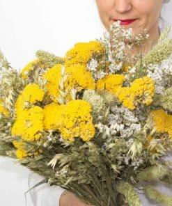Bouquet de fleurs séchées champêtre à base d'achillea naturel jaune