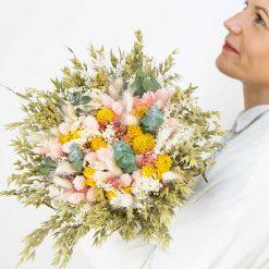 grand bouquet de fleurs séchées