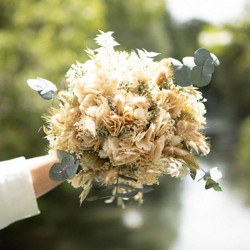 généreux bouquet de fleurs séchées