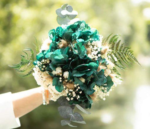 Bouquet de fleurs séchées à base de fougère et d'hortensia